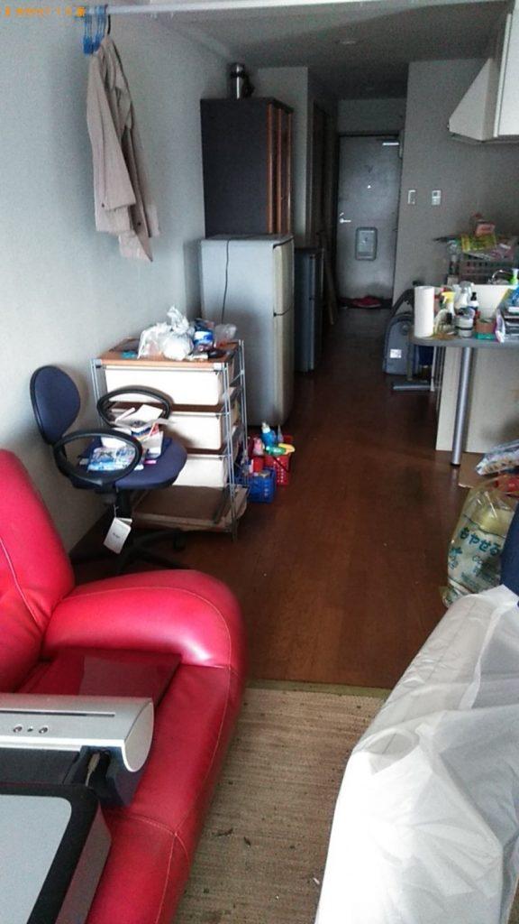 冷蔵庫、パソコン、食器棚、ソファー、テレビ台の回収