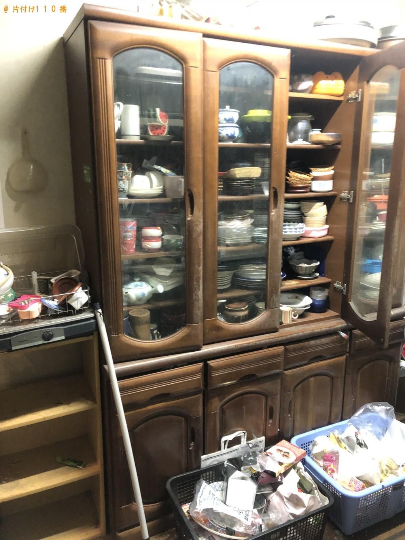 【伊勢原市】遺品整理に伴い冷蔵庫、パソコン、食器棚、ソファー、テレビ台の回収